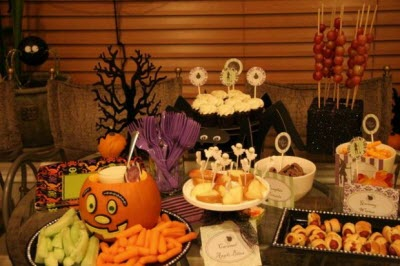 7 halloween workplace activities to keep your employees in good spirits job - Deco de table halloween ...