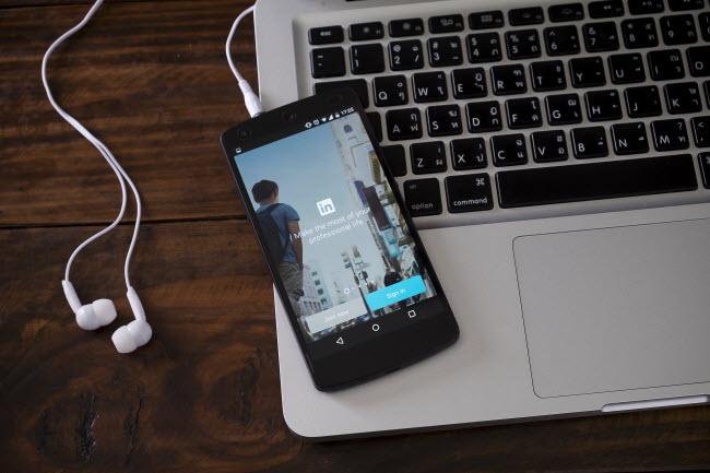 Linkedin app in smartphone